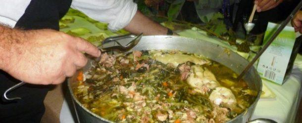 La minestra maritata di Napoli, un piatto povero con la carne di maiale