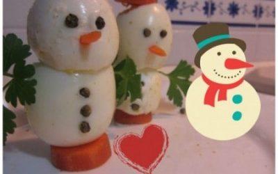 Pupazzi di neve con uova e carote