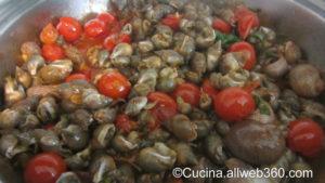 Zuppa di maruzzelle in preparazione