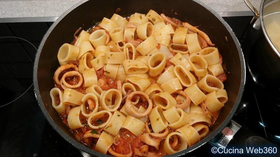 calamarata napoletana: saltiamo la pasta