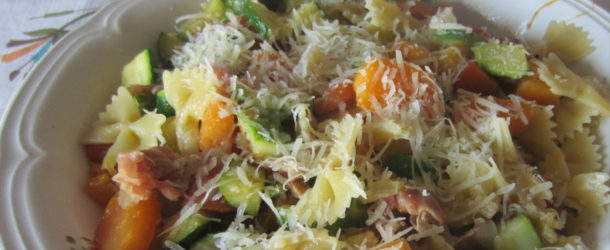 Pasta zucchine, speck e zucca