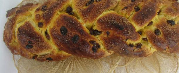 Treccia dolce di pan brioche con uvetta