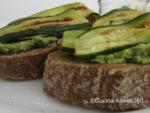 Bruschetta con pesto di rucola e zucchine