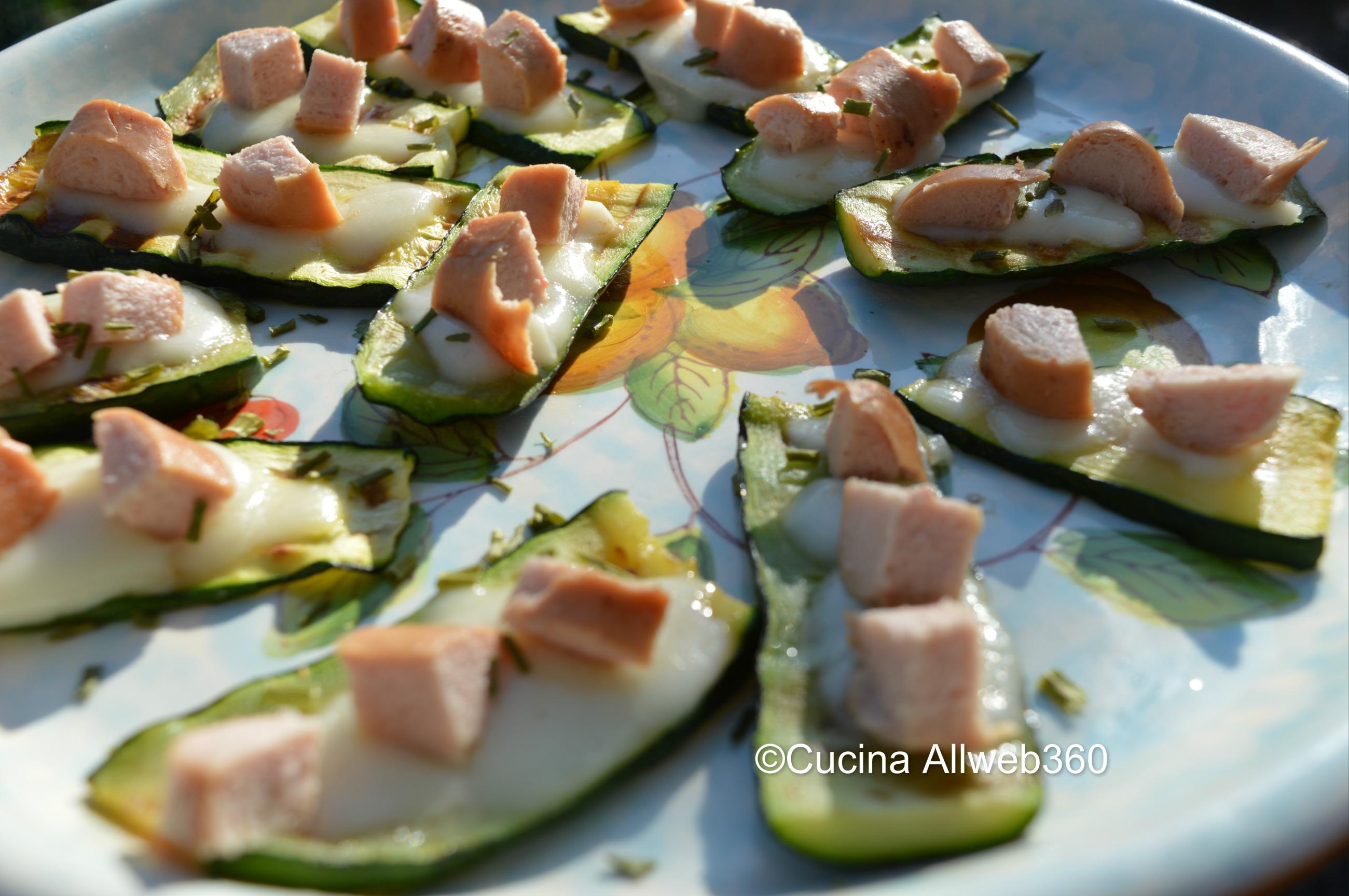 Antipasto con zucchine e wurstel