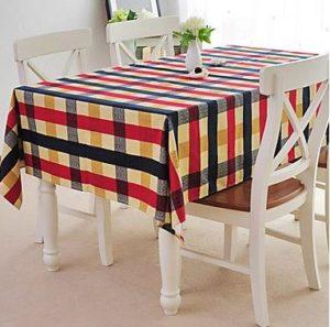 Ecco un ottimo esempio di una coloratissima tavola di Pasqua (foto: amazon.it)