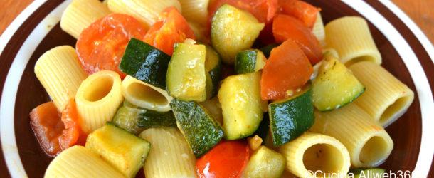 Pasta zucchine e pomodori