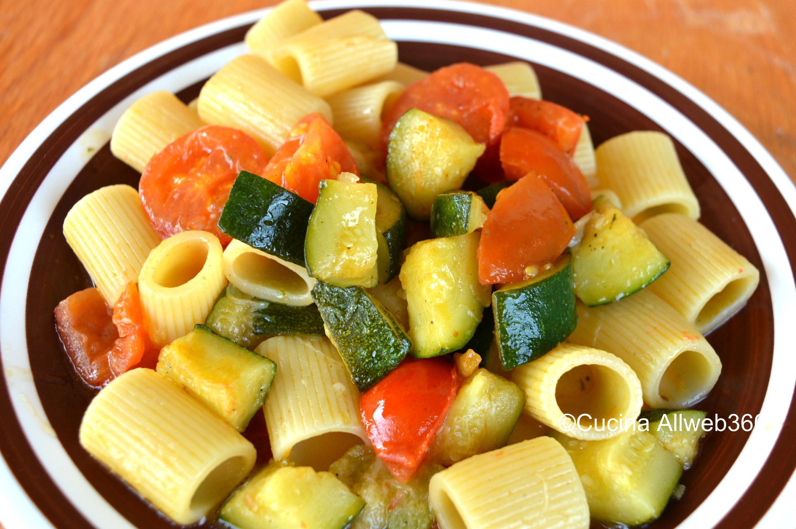 Pasta zucchine e pomodori , ricetta