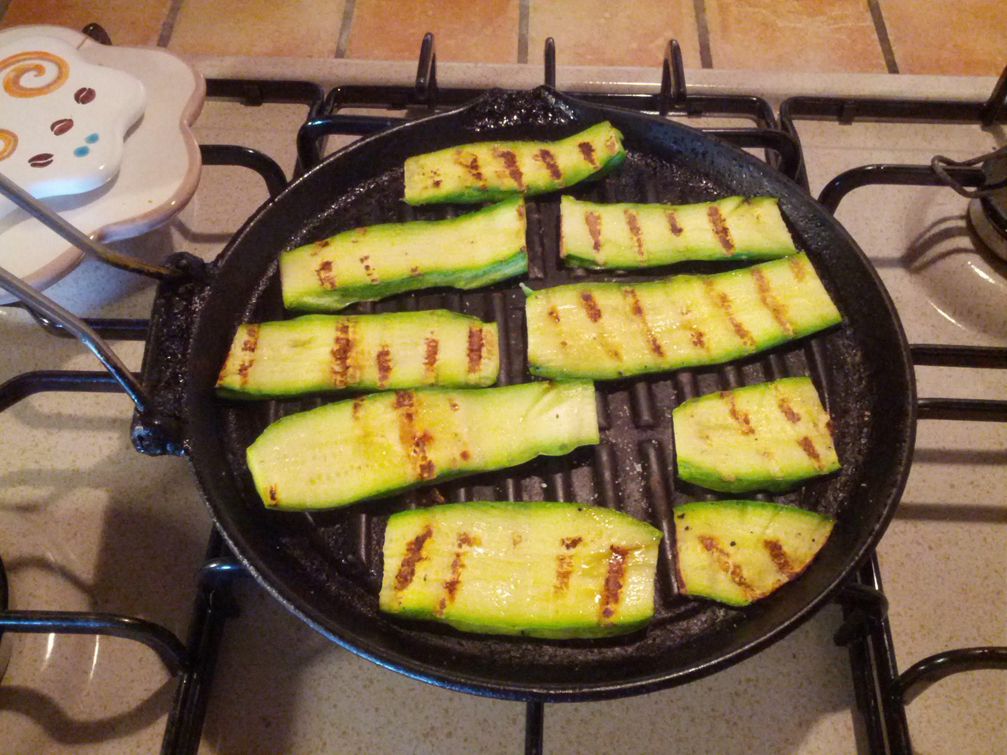 Zucchine grigliate - contorno - ricetta con zucchine