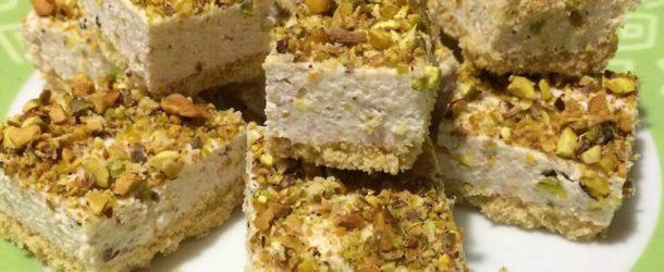 Cheesecake salata senza cottura con mortadella e pistacchi