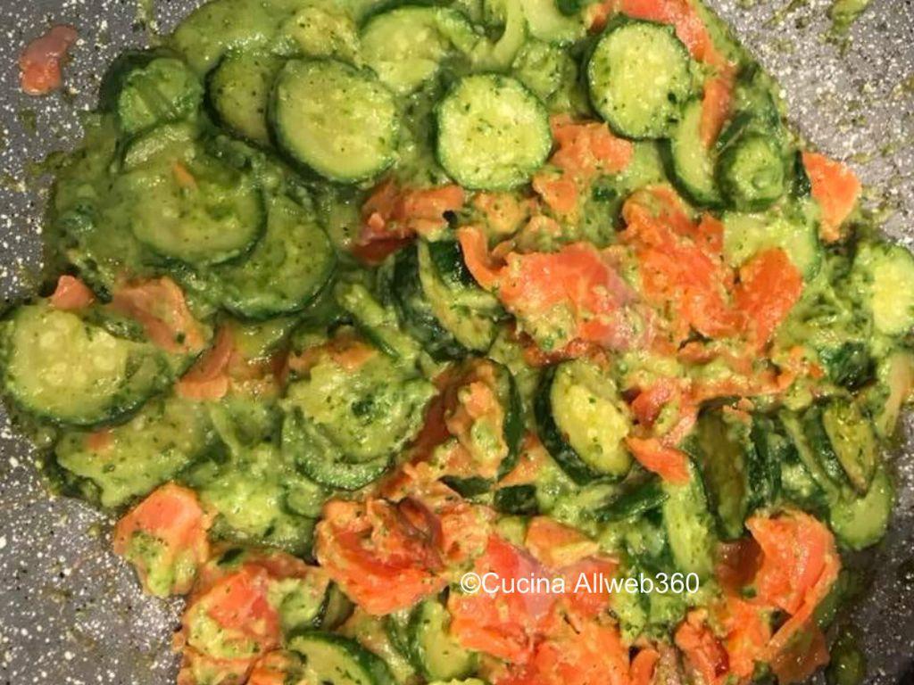 pasta con il salmone e zucchine