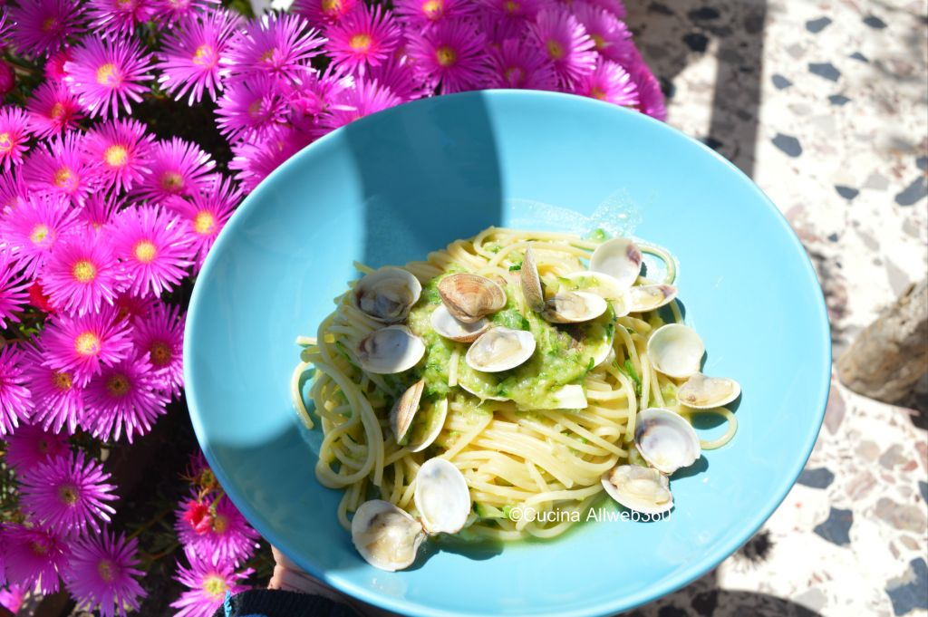 ricetta pasta vongole e zucchine