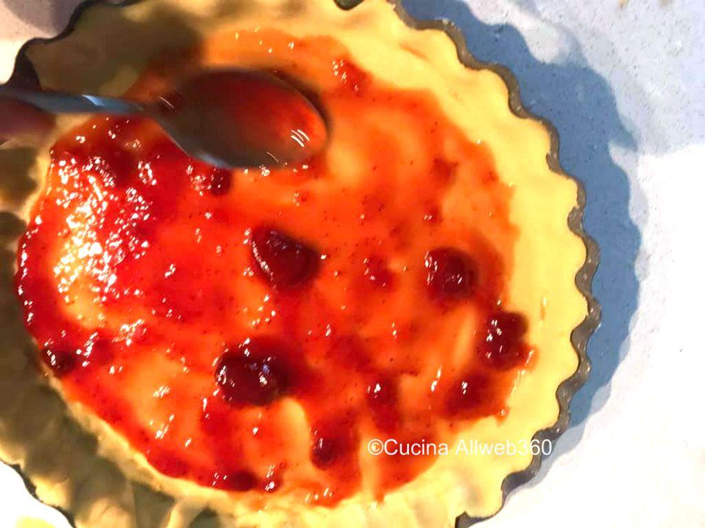 crostata con crema di fragole