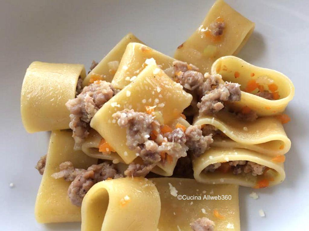 pasta con salsiccia in bianco