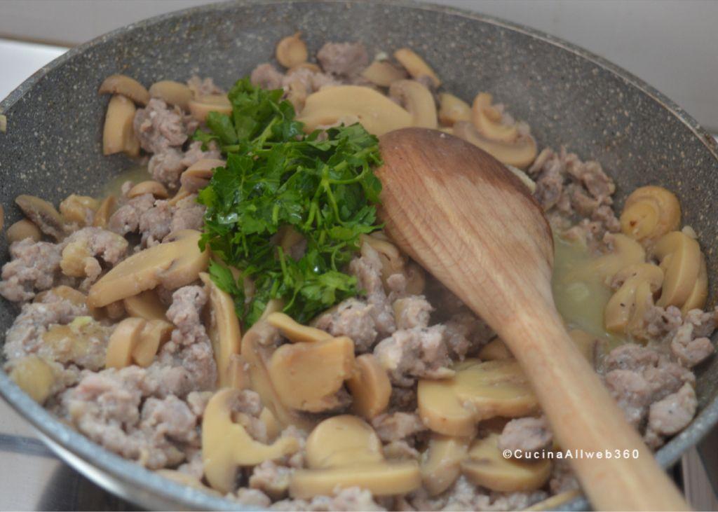 pasta funghi salsiccia