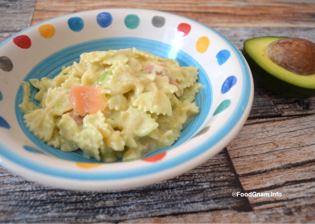 insalata di pasta con salmone e avocado